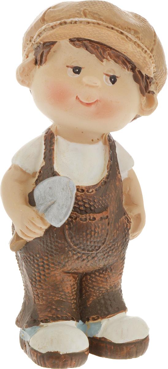 Фигурка декоративная Elan Gallery Мальчик с лопаткой, высота 7,5 см фигурки elan gallery фигурка декоративная кот почтальон