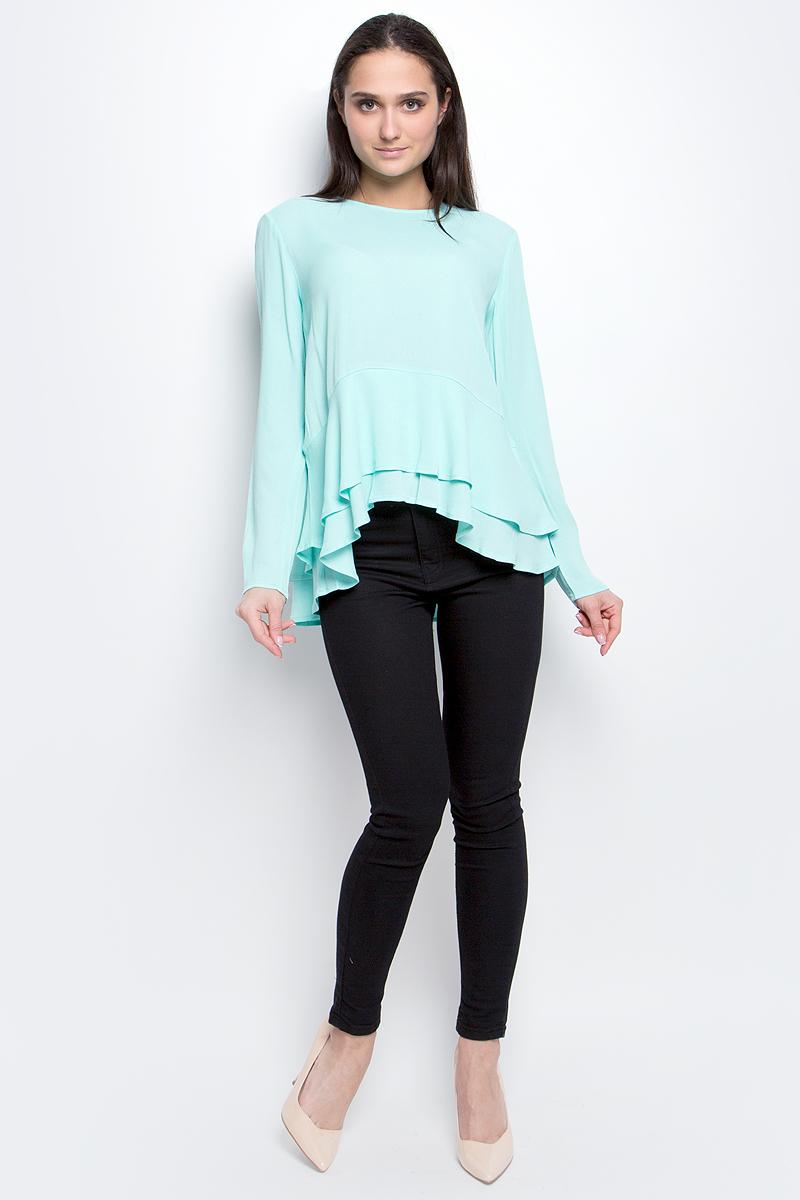 Блузка женская Baon, цвет: бирюзовый. B177005. Размер S (44)B177005_Ice GreenЖенская блузка Baon выполнена из 100% вискозы. Модель с круглым вырезом горловины и длинными рукавами сзади застегивается на пуговицу. Понизу изделие дополнено оборками.