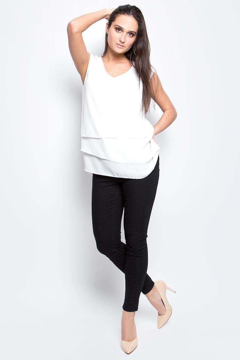 Блузка женская Baon, цвет: белый. B197006. Размер L (48)B197006_MilkЖенская блузка Baon выполнена из 100% полиэстера. Модель с V-образным вырезом горловины сзади застегивается на пуговицу.