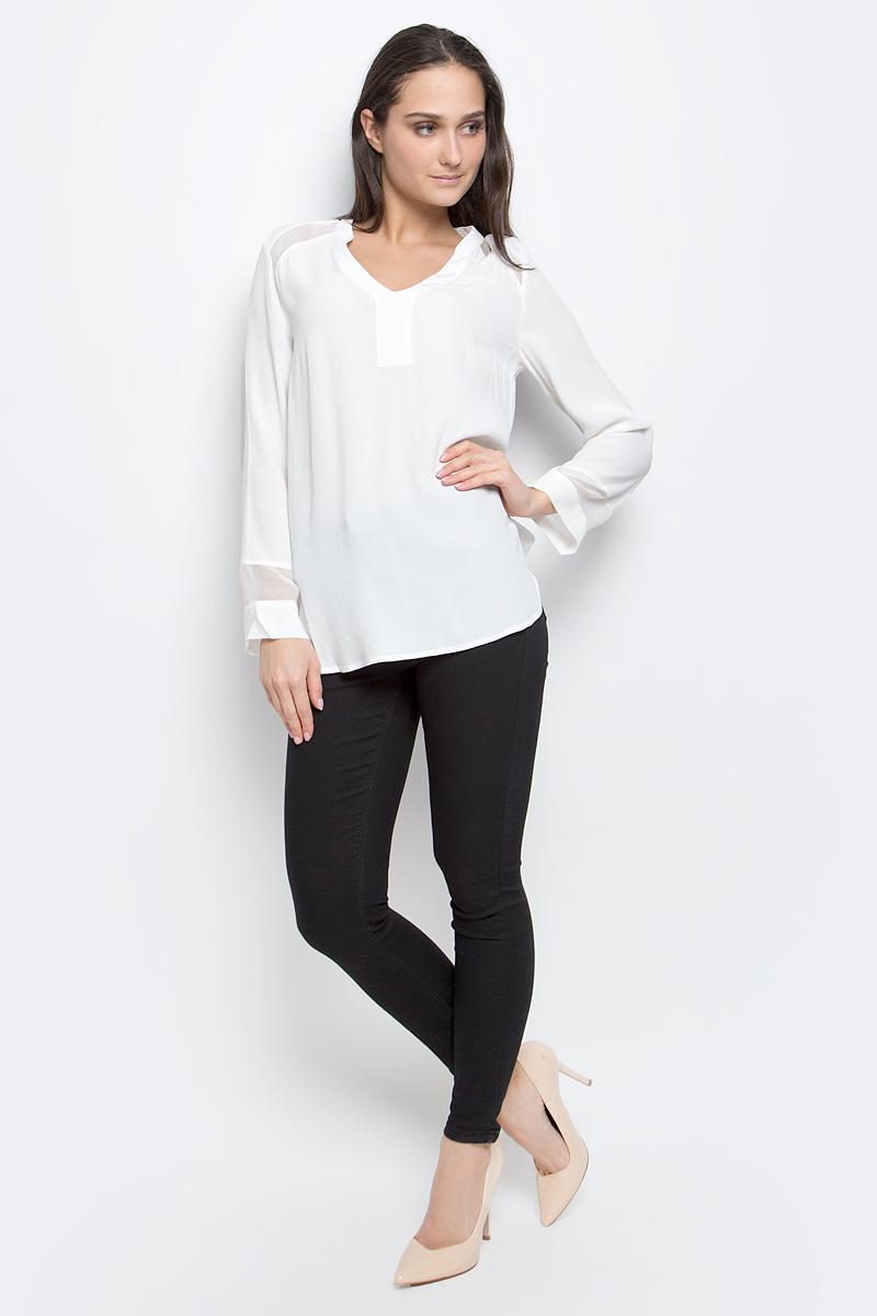 Блузка женская Baon, цвет: белый. B177012. Размер L (48)B177012_MilkЖенская блузка Baon выполнена из 100% вискозы. Модель с V-образным вырезом горловины и длинными рукавами. Спинка модели удлинена.