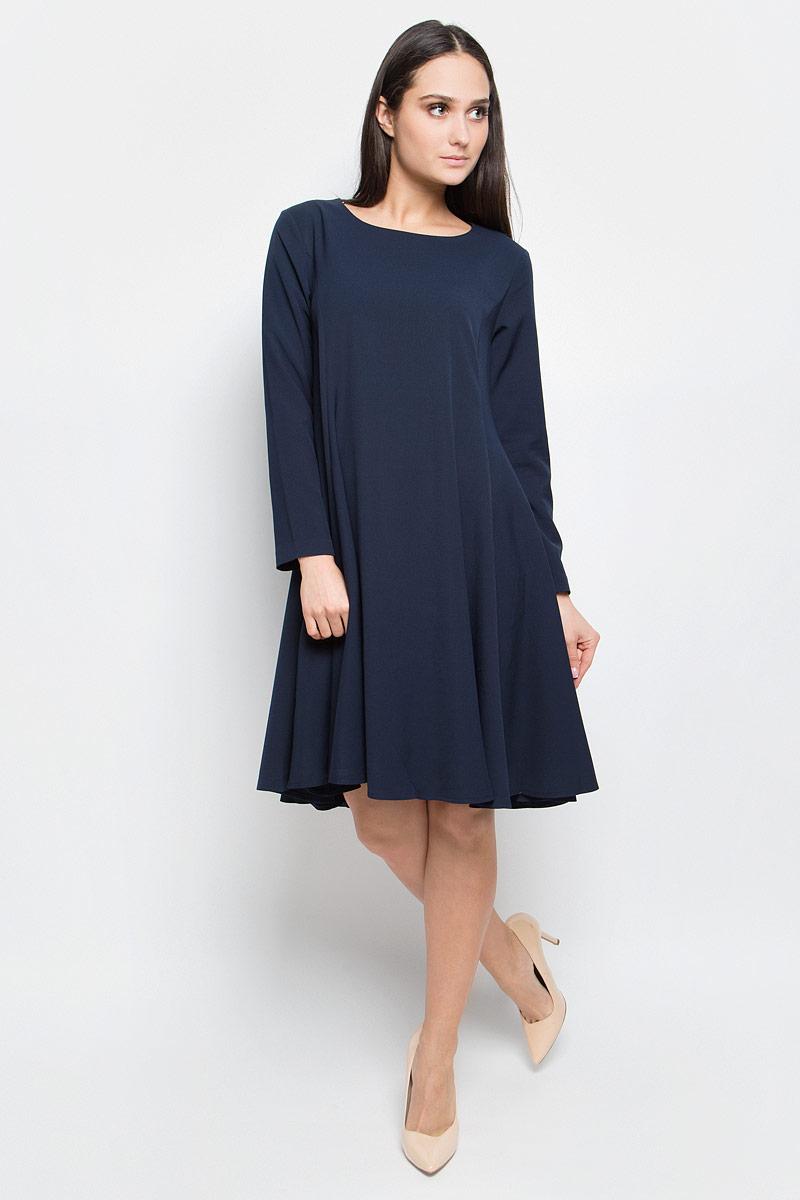 Платье Baon, цвет: темно-синий. B457064. Размер M (46)B457064_Dark NavyПлатье Baon средней длины выполнено из эластичной ткани. Модель с круглым вырезом горловины и стандартными длинными рукавами. Изделие застёгивается на застежку-молнию на спине. Задняя часть юбки слегка удлинена.