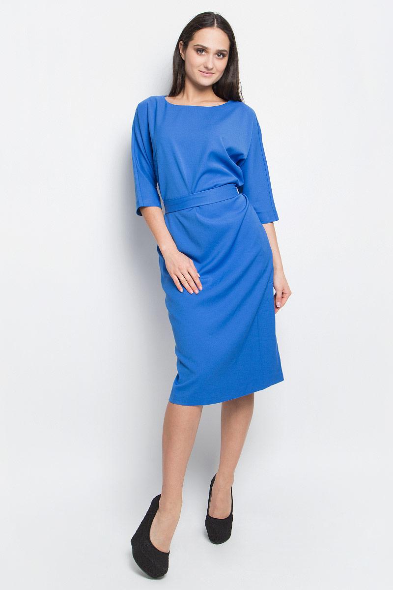 Платье Baon, цвет: синий. B457024. Размер L (48)B457024_LarkspurСтильное платье Baon выполнено из полиэстера с добавлением эластана. Модель с рукавами 3/4 и круглым вырезом горловины спереди дополнено двумя втачными карманами. На талии изделие дополнено широким текстильным поясом.