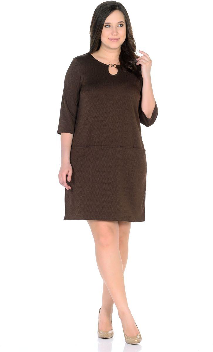 Платье Rosa Blanco, цвет: коричневый. 33191-9. Размер 5233191-9Модное платье Rosa Blanco станет отличным дополнением к вашему гардеробу. Модель изготовлена из сочетания качественных материалов. Платье-миди прямого силуэта выполнено с с короткими рукавами 3/4 и круглым вырезом горловины. С внешней стороны вырез горловины украшает пряжка в виде капельки с вкраплениями из страз. Модель не имеет застежек. Перед платья оснащен двумя втачными кармашками.