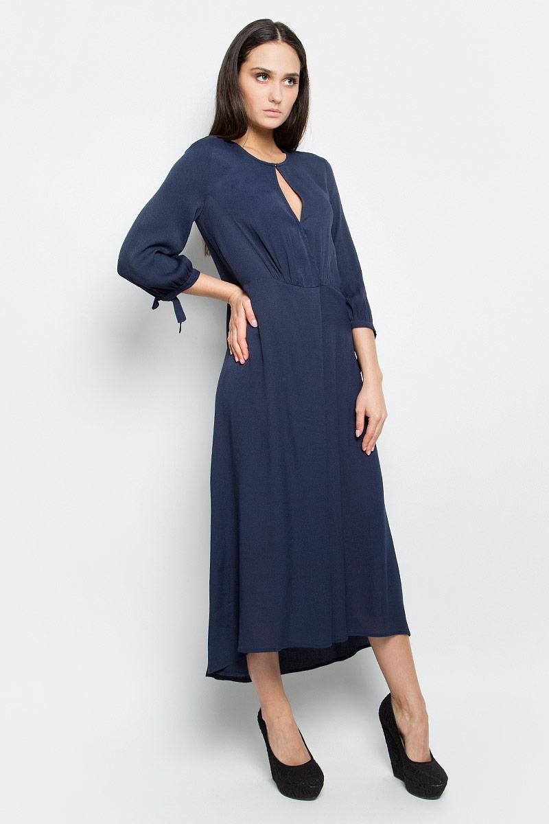 Платье Baon, цвет: темно-синий. B457003. Размер M (46)B457003_Dark NavyПлатье Baon выполнено из 100% вискозы. Удлиненная модель с рукавами 3/4 имеет круглый вырез горловины. Платье застегивается на металлический крючок спереди и застежку-молнию сбоку, имеет овальный вырез под горловиной, а также небольшой запах на кнопке. Манжеты рукавов дополнены завязками.