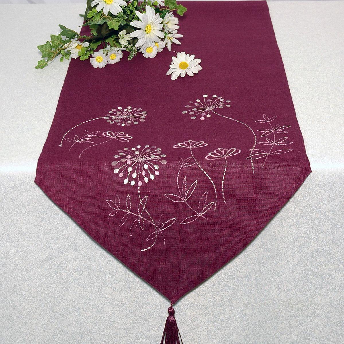 Дорожка для декорирования стола Schaefer , 40 х 140 см, цвет: бордовый. 06922-23206922-232Дорожка для декорирования стола Schaefer может быть использована, как основной элемент, так и дополнение для создания уюта и романтического настроения.Дорожка выполнена из полиэстера. Изделие легко стирать: оно не мнется, не садится и быстро сохнет, более долговечно, чем изделие из натуральных волокон.Материал: 100% полиэстер.Размер: 40 х 140 см.