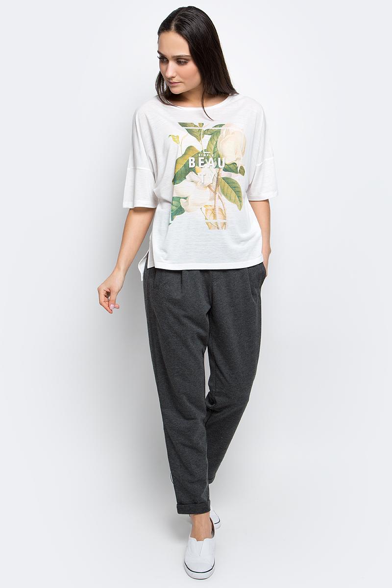 Футболка женская Baon, цвет: белый. B237036. Размер L (48)B237036_MilkЖенская футболка Baon выполнена из вискозы с добавлением полиэстера. Модель с короткими рукавами и круглым вырезом горловины оформлена оригинальным принтом. Спинка модели удлинена.