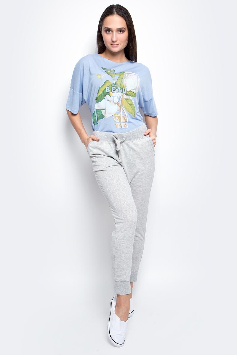 Брюки спортивные женские Baon, цвет: светло-серый меланж. B297302. Размер S (44)B297302_Silver MelangeЖенские спортивные брюки Baon, выполненные из полиэстера и хлопка, идеально подойдут для активного отдыха и занятий спортом. Модель со стандартной талией имеет эластичный пояс с утягивающим шнурком, который фиксирует брюки точно по фигуре. Лицевая сторона изделия гладкая, изнаночная с небольшими петельками.Спереди расположены два втачных кармана. Низ брючин дополнен широкими трикотажными манжетами.