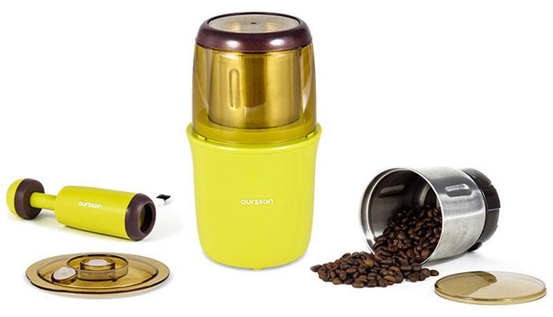 Oursson OG2075/GA кофемолка-мультимолкаOG2075/GAВолшебный аромат настоящего свежего кофе, дурманящий запах только что перемолотых специй, сказочный вкус горячего какао, самостоятельно приготовленный из обжаренных какао-бобов и многое другое теперь возможно с помощью мультимолки Oursson OG2075. Благодаря высокой мощности и вместительной емкости для помола вы в считанные секунды измельчите необходимый ингредиент. Ощутите всю силу вкуса свежемолотого кофе или специй, и вы сделаете выбор в пользу мультимолки OG2075. Этот прибор создан для настоящих гурманов и ценителей истинных вкусовых и полезных качеств кофе, какао, различных приправ. Съемная емкость для измельчения, отсек для хранения шнура, а также вакуумный контейнер для хранения с насосом в комплекте сделают процесс использования комфортным и легким.