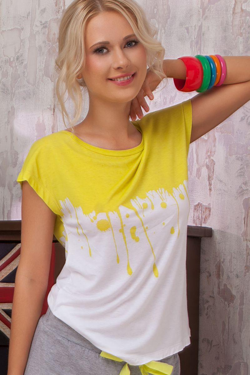 Футболка для дома женская Amore A Prima Vista Limonata, цвет: белый, желтый. 36382. Размер S (44)36382Женская футболка Limonata из коллекции домашней одежды от Amore A Prima Vista выполнена из струящейся вискозы с небольшим добавлением эластана. Материал изделия очень приятный к телу, обладает высокой воздухопроницаемостью и гигроскопичностью, позволяет коже дышать. Такая футболка великолепно подойдет для повседневной носки дома или на отдыхе.Модель с короткими цельнокроеными рукавами и круглым вырезом горловины станет идеальным вариантом для создания современного образа. Изделие оформлено ярким принтом.Такая модель подарит вам комфорт в течение всего дня и займет достойное место в вашем гардеробе.