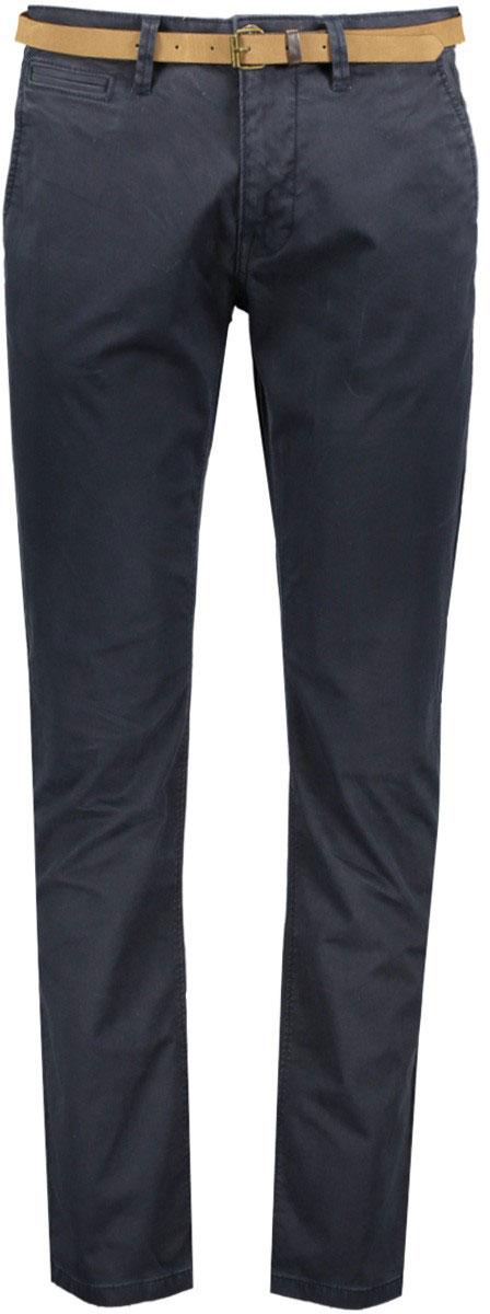 Брюки мужские Tom Tailor, цвет: синий. 6404787.09.10_6911. Размер 34-32 (50-32)6404787.09.10_6911Модные мужские брюки Tom Tailor выполнены из высококачественного хлопка с добавлением эластана. Брюки прямой модели имеют стандартную талию. Застегиваются на пуговицу в поясе и ширинку на молнии. Имеются шлевки для ремня. Спереди расположены два боковых прорезных кармана и один небольшой прорезной кармашек, а сзади - два прорезных кармана на пуговице. Модель дополнена ремешком.