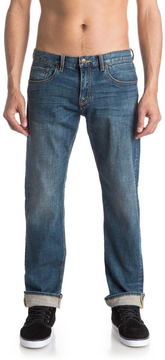 Джинсы мужские Quiksilver, цвет: голубой. EQYDP03315-BYGW. Размер 31/32 (46/48-32)EQYDP03315-BYGWМужские джинсы Quiksilver выполнены из высококачественного материала. Джинсы застегиваются на пуговицу в поясе и ширинку на застежке-молнии, дополнены шлевками для ремня. Спереди модель дополнена двумя втачными карманами, одним маленьким накладным, а сзади - двумя накладными карманами.