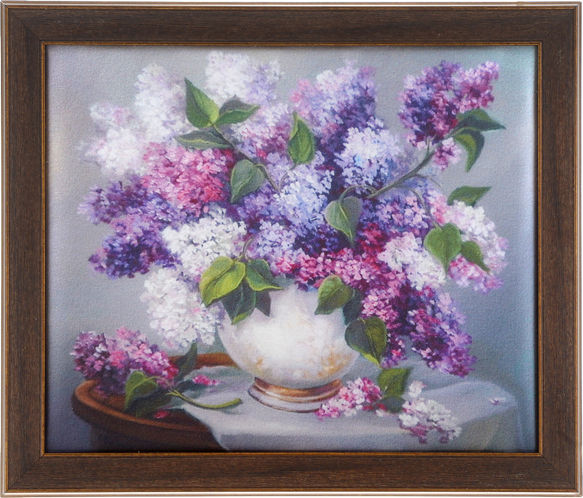 Картина в раме Рапира Аромат сирени, 33 х 28 см3002Оригинальная картина Рапира Аромат сирени поможет украсить интерьер, придаст обстановке безмятежность и шик. Рисунок картины выполнен на гладком текстиле. Изделие оформлено в красивую рамку под дерево. Задняя часть картины оснащена двумя петельками для подвешивания. Картина Аромат сирени идеально подойдет к любому интерьеру и станет отличным подарком.Размер картины (без учета рамки): 28 х 23 см.