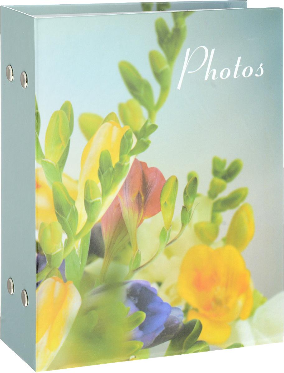 """Фотоальбом Platinum """"Цветочная коллекция - 4"""" поможет красиво оформить ваши фотографии. Обложка выполнена из толстого картона и декорирована рисунком с ярким изображением. Внутри содержится блок из 50 листов с фиксаторами-окошками из полипропилена. Альбом рассчитан на 100 фотографий формата 10 х 15 см. Переплет - книжный. Нам всегда так приятно вспоминать о самых счастливых моментах жизни, запечатленных на фотографиях. Поэтому фотоальбом является универсальным подарком к любому празднику.Количество листов: 50."""