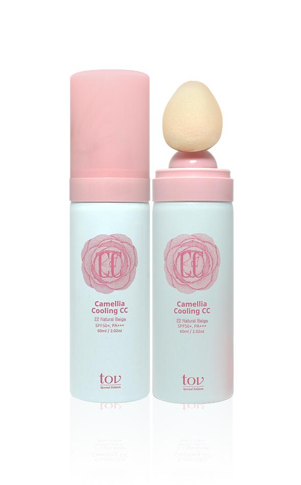 TOV, Охлаждающий СС крем №22 Естественный бежевый SPF50+, PA+++, Camellia, 60 мл8809230142076Средство обладает приятным охлаждающим, освежающим эффектом. Охлаждающие компоненты, нанесенные на раздраженную от жары кожу лица, мгновенно устраняют сухость и жжение. Благодаря удобной насадке-спонжу средство легко наносить даже в труднодоступных местах: вокруг глаз, носа и губ. СС крем не только скрывает несовершенства кожи, но и благодаря высокому фактору защиты от солнца эффективно защищает кожу от негативного воздействия УФ излучения.