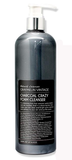 Graymelin, Очищающая пенка, Сharcoal Crazy Foam Cleanser, 500 мл8809429953957Древесный уголь и белая глина обладают противовоспалительным эффектом, абсорбируют излишки кожного сала и при регулярном применении способствуют сужению пор и придают матовость коже. Семь растительных экстрактов (экстракты корицы, соевых бобов, кипариса, ивы, портулака огородного, орегано и частицы золота) оказывают положительное влияние на состояние проблемной кожи лица, смягчают и успокаивают. Густая упругая пена хорошо растворяет и бережно очищает кожу от различных загрязнений: остатки макияжа, омертвевшие клетки, излишнее кожное сало. Пенка для умывания смягчает и делает кожу чистой и сияющей.