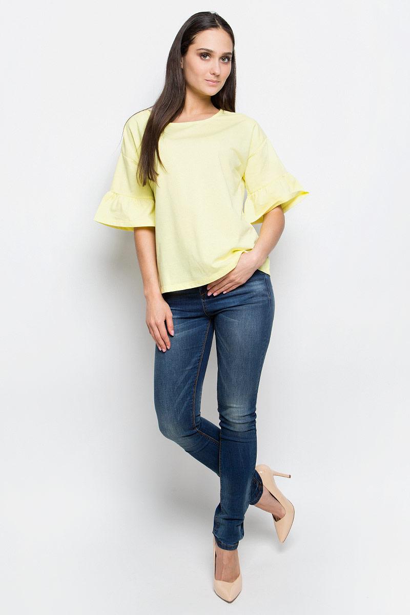 Блузка женская Baon, цвет: желтый. B237019. Размер L (48)B237019_CanaryЖенская блузка Baon выполнена из хлопка и полиэстера. Модель с круглым вырезом горловины истандартными рукавами со смещенной проймой, оформленными сборкой.