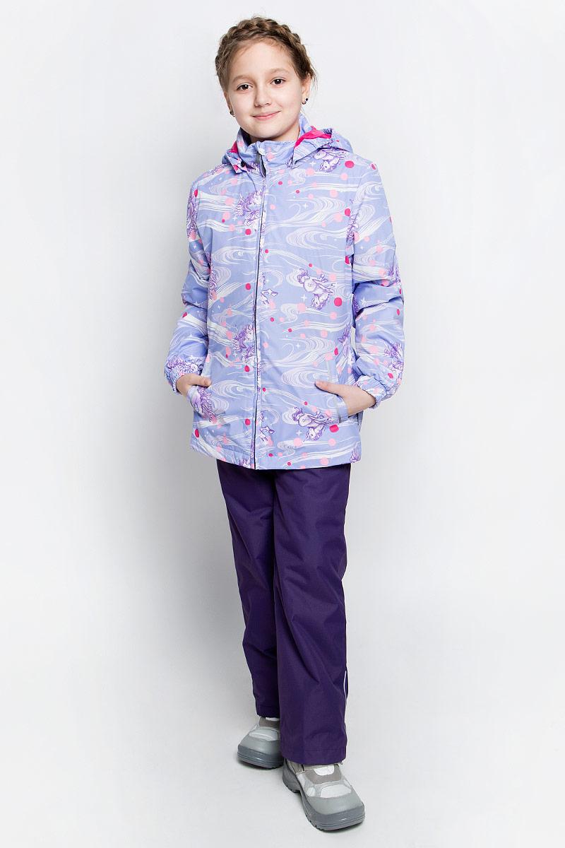 Комплект верхней одежды для девочки Huppa Yonne 1: куртка, брюки, цвет: светло-лиловый, фиолетовый. 41260104-71143. Размер 128, 7-8 лет41260104-71143Костюм для девочки Huppa Yonne 1 состоит из куртки и брюк. Костюм выполнен из 100% полиэстера с высокими показателями износостойкости. Ткань с обратной стороны покрыта слоем полиуретана с микропорами (мембрана), который препятствует прохождению влаги и ветра внутрь изделия. Для максимальной влагонепроницаемости швы проклеены водостойкой лентой. Подкладка костюма выполнена из гладкой тафты. Высокотехнологичный легкий синтетический утеплитель имеет уникальную структуру микроволокон, которые не позволяют проникнуть внутрь холодному воздуху, в то же время удерживают теплый между волокнами и обеспечивают высокую теплоизоляцию. Куртка имеет застежку-молнию с защитой подбородка от прищемления, отстегивающийся капюшон, прорезные открытые карманы. Талия, манжеты рукавов и край капюшона снабжены эластичными резинками. Брюки закрываются на застежку-молнию и пуговицу в поясе, эластичные подтяжки регулируемой длины легко снимаются, талия снабжена резинкой для плотного прилегания, низ брючин также регулируется. На изделиях присутствуют светоотражательные элементы для безопасности в темное время суток.