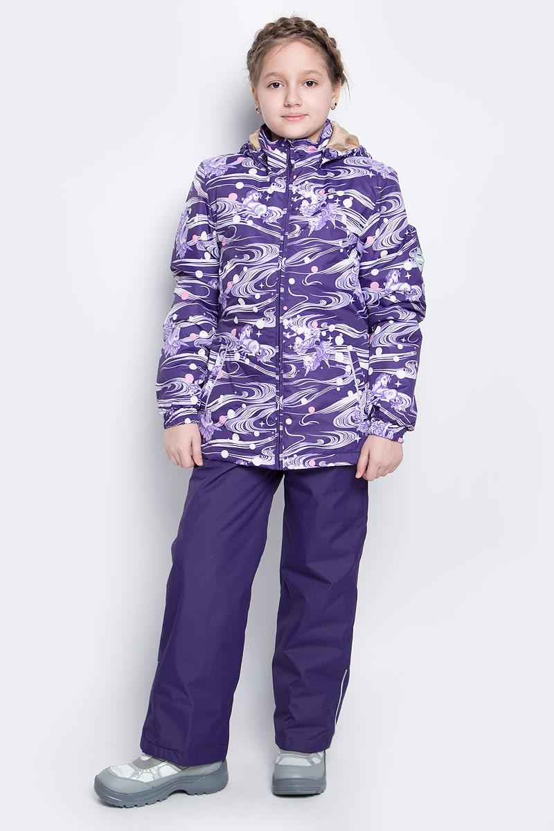 Комплект верхней одежды для девочки Huppa Yonne 1: куртка, брюки, цвет: темно-лиловый. 41260114-71173. Размер 128, 7-8 лет41260114-71173Костюм для девочки Huppa Yonne 1 состоит из куртки и брюк. Костюм выполнен из 100% полиэстера с высокими показателями износостойкости. Ткань с обратной стороны покрыта слоем полиуретана с микропорами (мембрана), который препятствует прохождению влаги и ветра внутрь изделия. Для максимальной влагонепроницаемости швы проклеены водостойкой лентой. Подкладка костюма выполнена из гладкой тафты. Высокотехнологичный легкий синтетический утеплитель обладает уникальным расположением волокон, которые обеспечивают сохранение объема и высокую теплоизоляцию, а также гарантируют легкую стирку и быстрое высыхание. Куртка имеет застежку-молнию с защитой подбородка от прищемления, отстегивающийся капюшон, прорезные открытые карманы. Талия, манжеты рукавов и край капюшона снабжены эластичными резинками. Брюки закрываются на застежку-молнию и пуговицу в поясе, эластичные подтяжки регулируемой длины легко снимаются, талия снабжена резинкой для плотного прилегания. На изделиях присутствуют светоотражательные элементы для безопасности в темное время суток.