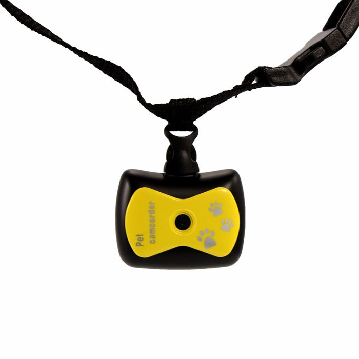 Экшн камера для животных Monella, с функцией видеорегистратора, цвет: желтый45-0237Экшн камера для животных Monella предназначена для записи видео в формате AVI, сьемка фото и запись звука. Камера надежно крепиться к ошейнику и имеет монохромный ЖК-дисплей. В камере имеется возможность подключения съемного накопителя.Особенности: Камера: 0.3 Мп.Разрешение видео: HI :VQA (640x480 пикс), LO: QVGA(320x240 пикс).Разрешение фото съемки: HI :1,3 Мп (1280x1024), LO: 0,3 Мп (640x480).Формат видео: AVI.Формат звука: WAV.Карта памяти (в комплект не входит): TF (объемом до 32 Гб).USB: 2.0. Питание: 3,7В - перезаряжаемый аккумулятор.Ошейник для надежного крепления камеры.