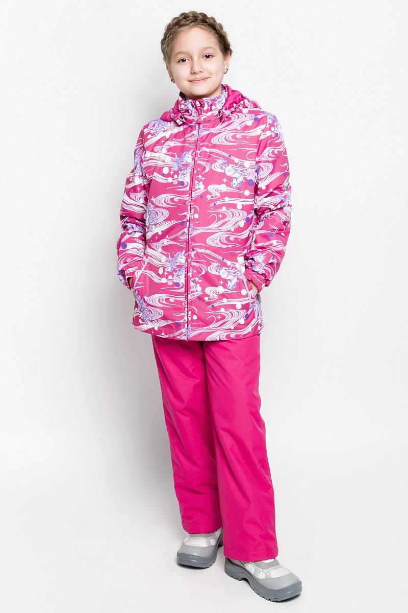 Комплект верхней одежды для девочки Huppa Yonne 1: куртка, брюки, цвет: фуксия. 41260104-71163. Размер 128, 7-8 лет41260104-71163Костюм для девочки Huppa Yonne 1 состоит из куртки и брюк. Костюм выполнен из 100% полиэстера с высокими показателями износостойкости. Ткань с обратной стороны покрыта слоем полиуретана с микропорами (мембрана), который препятствует прохождению влаги и ветра внутрь изделия. Для максимальной влагонепроницаемости швы проклеены водостойкой лентой. Подкладка костюма выполнена из гладкой тафты. Высокотехнологичный легкий синтетический утеплитель имеет уникальную структуру микроволокон, которые не позволяют проникнуть внутрь холодному воздуху, в то же время удерживают теплый между волокнами и обеспечивают высокую теплоизоляцию. Куртка имеет застежку-молнию с защитой подбородка от прищемления, отстегивающийся капюшон, прорезные открытые карманы. Талия, манжеты рукавов и край капюшона снабжены эластичными резинками. Брюки закрываются на застежку-молнию и пуговицу в поясе, эластичные подтяжки регулируемой длины легко снимаются, талия снабжена резинкой для плотного прилегания, низ брючин также регулируется. На изделиях присутствуют светоотражательные элементы для безопасности в темное время суток.