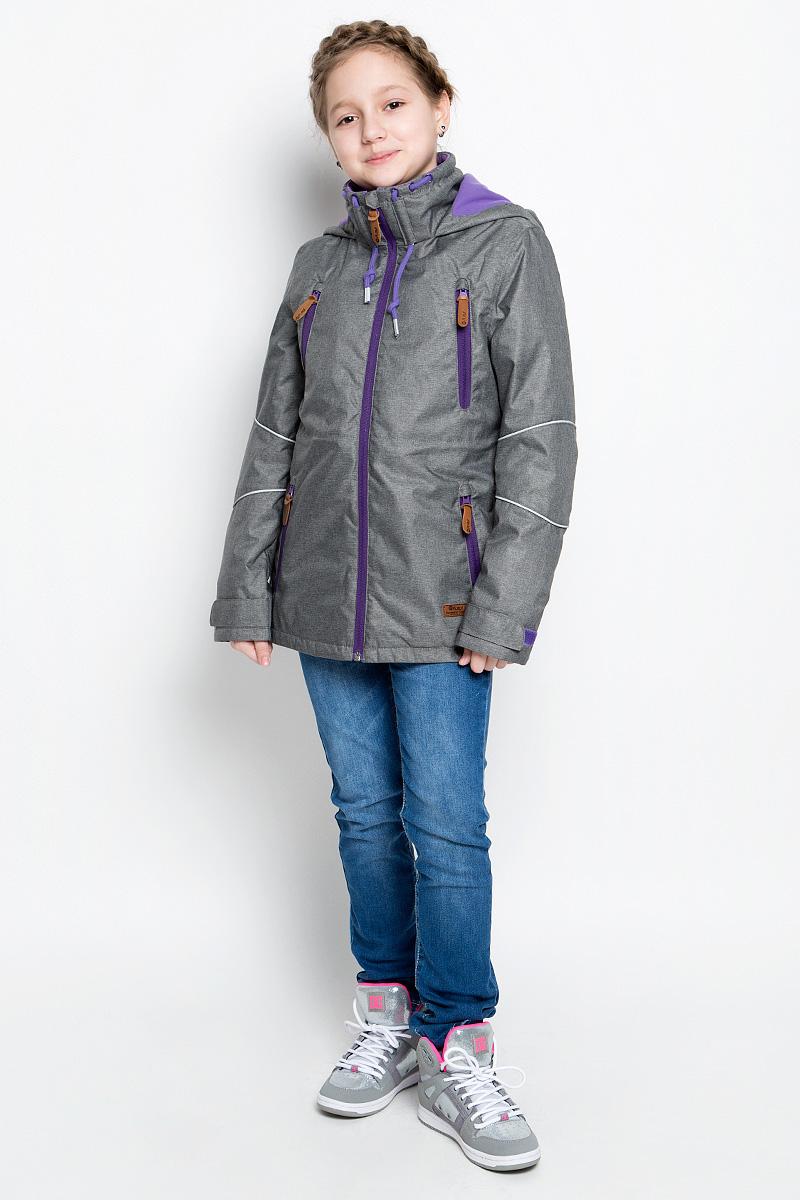 Куртка для девочки atPlay!, цвет: серый. 1jk713. Размер 140, 10-11 лет1jk713Куртка для девочки atPlay! выполнена из непромокаемой ветрозащитной мембранной ткани. Наполнитель - синтепон.Куртка с несъемным капюшоном и воротником-стойкой застегивается на удобную застежку-молнию спереди. Воротник дополнен шнурком-кулиской с завязками. Манжеты рукавов оснащены хлястиками на липучках. Спереди расположены четыре втачных кармана на застежках-молниях, изнутри - втачной карман на застежке-молнии. Объем талии регулируется при помощи внутреннего шнурка-кулиски со стопперами. Куртка дополнена светоотражающими элементами.