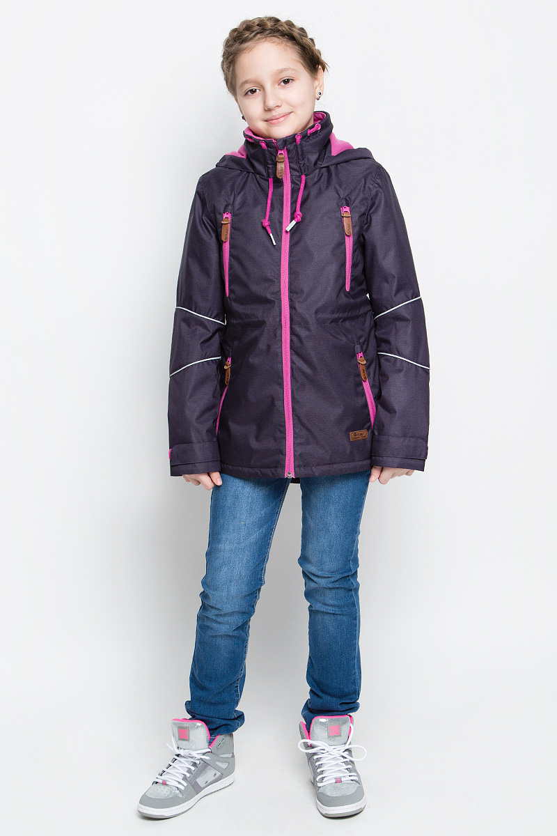 Куртка для девочки atPlay!, цвет: темно-фиолетовый. 1jk713. Размер 152, 11-12 лет1jk713Куртка для девочки atPlay! выполнена из непромокаемой ветрозащитной мембранной ткани. Наполнитель - синтепон.Куртка с несъемным капюшоном и воротником-стойкой застегивается на удобную застежку-молнию спереди. Воротник дополнен шнурком-кулиской с завязками. Манжеты рукавов оснащены хлястиками на липучках. Спереди расположены четыре втачных кармана на застежках-молниях, изнутри - втачной карман на застежке-молнии. Объем талии регулируется при помощи внутреннего шнурка-кулиски со стопперами. Куртка дополнена светоотражающими элементами.