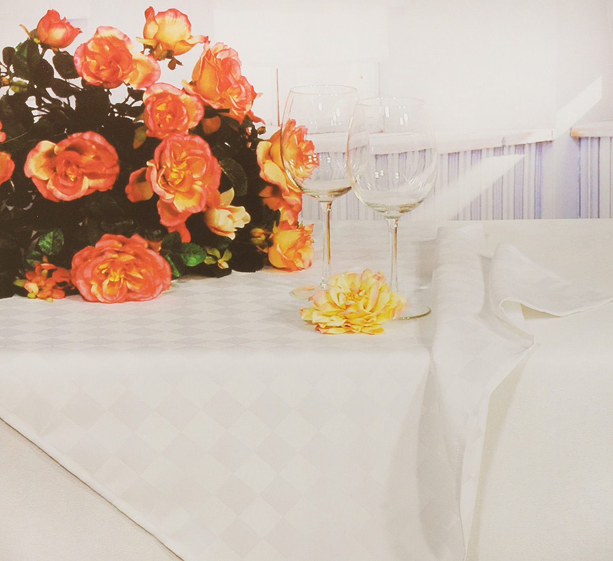 Скатерть Schaefer, прямоугольная, цвет: кремовый, 130 x 160 см4169/FB.00 Скатерть, 130*160 смПрямоугольная скатерть Schaefer, выполненная из полиэстера, станет украшениемкухонного стола. Изделие оформлено принтом в клетку.За текстилем из полиэстера очень легко ухаживать: он не мнется, не садится и быстросохнет, легко стирается, более долговечен, чем текстиль из натуральных волокон. Использование такой скатерти сделает застолье торжественным, поднимет настроениегостей и приятно удивит их вашим изысканным вкусом. Также вы можете использовать этускатерть для повседневной трапезы, превратив каждый прием пищи в волшебный праздники веселье.Это текстильное изделие станет изысканным украшением вашего дома!