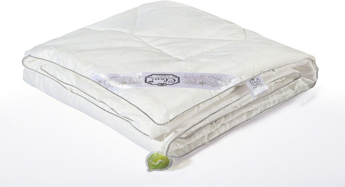 Одеяло Cleo Silk Blanket, наполнитель: шелк, цвет: белый, 172 х 205 см172/350-SBОдеяло Cleo Silk Blanket - прикосновение к роскоши! Коллекция Cleo Silk - это сочетание наполнителя из 100% шелка и жаккардового верха с уникальной вышивкой. В древности только высшим сословиям было доступно приобретение шелка, т.к. производство шелковой нити было сложным и долгим. Благодаря инновационным технологиям производство шелка стало быстрее и не таким трудоемким. И теперь мы с вами можем прикоснуться к роскоши и неге императоров. Шелк - это абсолютно гипоаллергенныйматериал, также он препятствует накоплению пыли внутри, что не позволит завестись плесени, грибкам и клещам. Подушки и одеяла Cleo Silk легкие, прекрасно дышат и подарят вам несомненную легкость облаков. Сон - лекарство, и во сне человек должен максимально получать удовольствие, коллекция Cleo Silk - забота о вашем отдыхе.