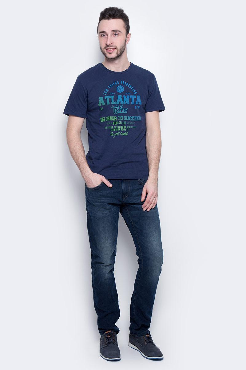 Футболка мужская Tom Tailor, цвет: темно-синий. 1036961.00.10_6740. Размер S (46)1036961.00.10_6740Мужская футболка Tom Tailor выполнена из натурального хлопка. Модель с круглым вырезом горловины и короткими рукавами оформлена принтовыми надписями.