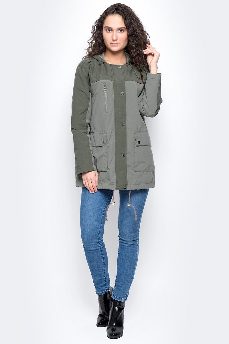 Куртка женская Tom Tailor Denim, цвет: серо-зеленый. 3533265.00.71_7579. Размер S (44)3533265.00.71_7579Женская куртка с капюшоном Tom Tailor Denim изготовлена из натурального хлопка с добавлением полиамида, тонкая подкладка - из полиэстера. Модель застёгивается на молнию и кнопки. Спереди на куртке расположены два накладных кармана под клапанами и врезной карман на застежке-молнии. Капюшон дополнен шнурком-утяжкой, низ куртки оснащен шнурком-утяжкой со стопперами.