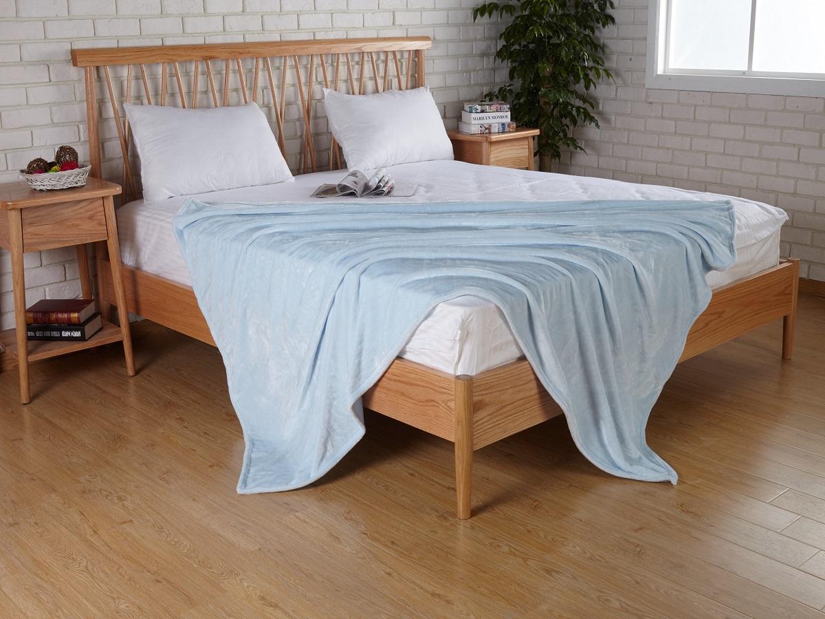 Плед Karna Elza, цвет: голубой, 160 x 200 см5084/CHAR003Плед Karna изготовлен из 100% полиэстера. Полиэстер является синтетическим волокном. Ткань, полностью изготовленная из полиэстера, даже после увлажнения, очень быстро сохнет. Изделия из полиэстера практически не требовательны к уходу и обладают высокой устойчивостью к износу. Изделия из полиэстера не мнутся и легко стираются, после стирки очень быстро высыхают. Материал очень прочный, за время использования не растягивается и не садится. А так же обладает высокой влагонепроницаемостью.