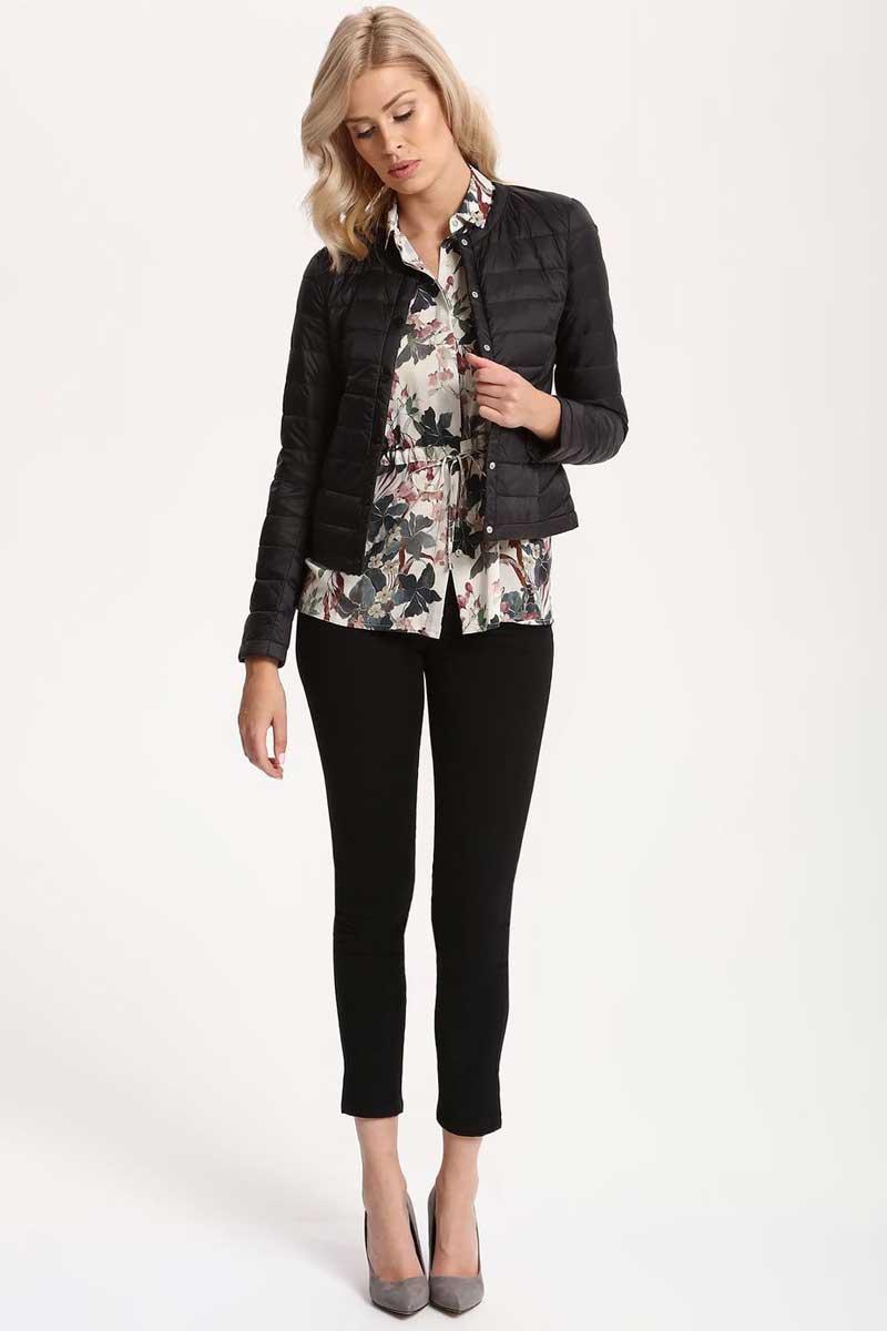 Куртка женская Top Secret, цвет: черный. SKU0746CA. Размер 40 (48)SKU0746CAЖенская куртка Top Secret выполнена из полиамида. Модель с круглым вырезом горловины и длинными рукавами застегивается на застежку-молнию.