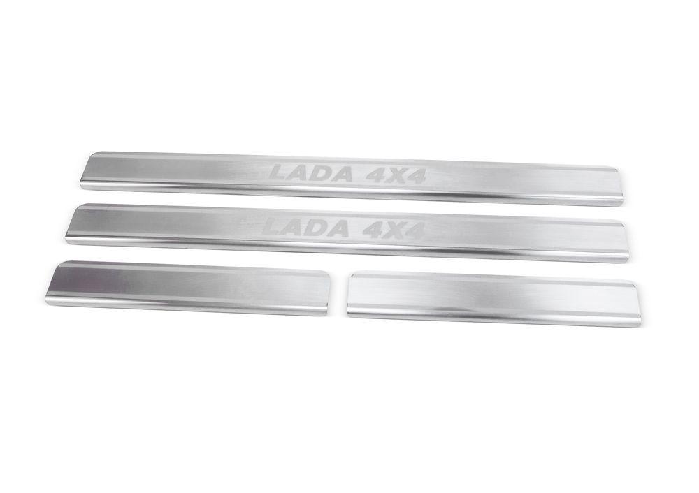 Накладки на пороги Rival, для Lada 4х4 5-ти дверной 1995-, 4 штNP.6006.3Накладка на пороги Rival защищают лакокрасочное покрытие от механических повреждений и создают индивидуальный внешний вид автомобиля.- Накладки изготовлены из высококачественной итальянской нержавеющей стали AISI 304.- Надежная фиксация на автомобиле с помощью фирменного скотча 3М.- Устойчивое к истиранию изображение на накладках нанесено методом абразивной полировки- Идеально повторяют геометрию порогов автомобиля.Уважаемые клиенты!Обращаем ваше внимание, что накладка имеет форму и комплектацию, соответствующую модели данного автомобиля. Фото служит для визуального восприятия товара.