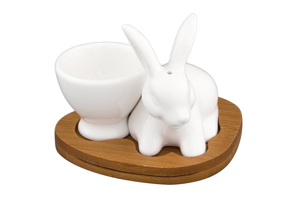 Подставка под яйцо Elan Gallery Белый кролик, с солонкой, на подставке, 20 мл540106Отличная идея для завтрака! Для настоящих ценителей традиций. Станет замечательным подарком на именины или по любому другому поводу. Размер набора: 9,5 х 8 х 8 см. Объем солонки: 25 мл.