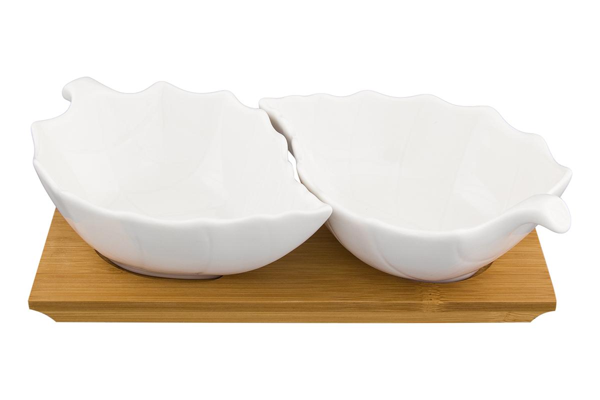 """Блюдо сервировочное """"Лепестки"""" выполнено из высококачественного фарфора с 2-мя секциям и деревянной подставкой. Объем каждой секции 160 мл. Блюдо  прекрасно подходит для сервировки орешков, закусок, оливок, сладостей и благодаря необычному дизайну украсит любой стол. Секции можно использовать и по отдельности.  Набор блюд Elan Gallery """"Лепестки"""" несомненно впишется в любой интерьер благодаря лаконичному дизайну, натуральным материалам и высокой функциональности. Такому подарку будет рада любая хозяйка!   Размер подставки: 20 х 12 х 5 см. Объем блюда: 160 мл."""
