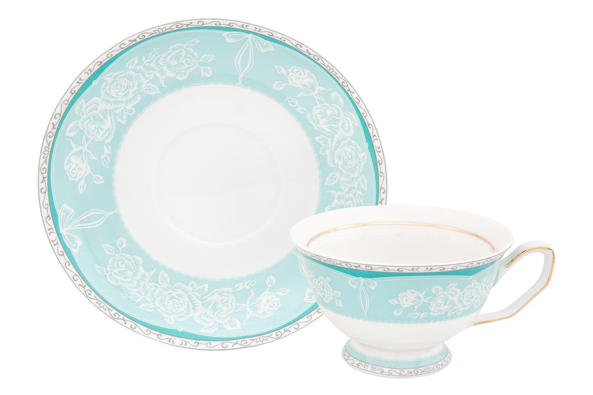 Чайная пара Elan Gallery Узор, 2 предмета730602Шикарная чайная пара на 1 персону в нежных тонах станет памятным подарком. В комплекте 1 чашка на ножке, 1 блюдце. Изделие имеет прозрачную подарочную упаковку с бантиком, поэтому станет желанным подарком для Ваших близких, коллег и друзей!Объем чашки: 200 мл.