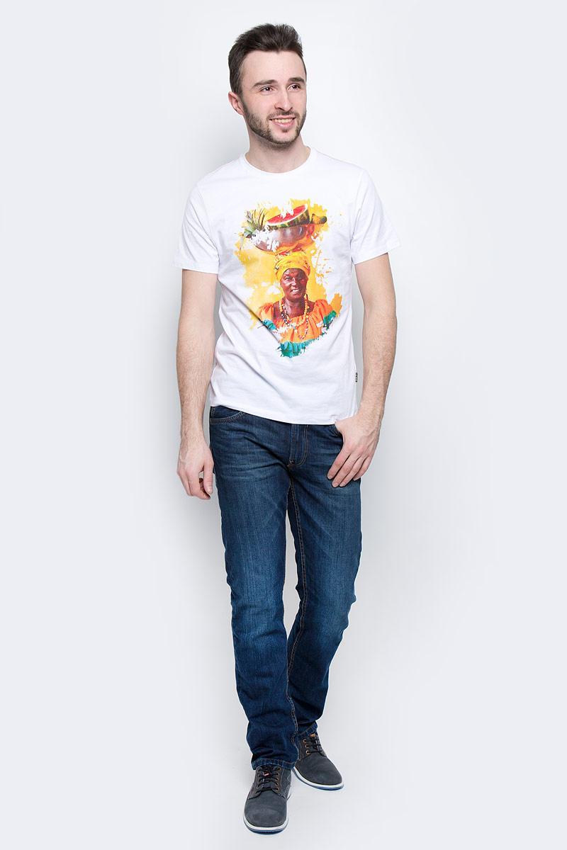 Футболка мужская Baon, цвет: белый. B737032. Размер M (48)B737032_WhiteМужская футболка Baon выполнена из натурального хлопка. Модель с круглым вырезом горловины и длинными рукавами оформлена ярким принтом.