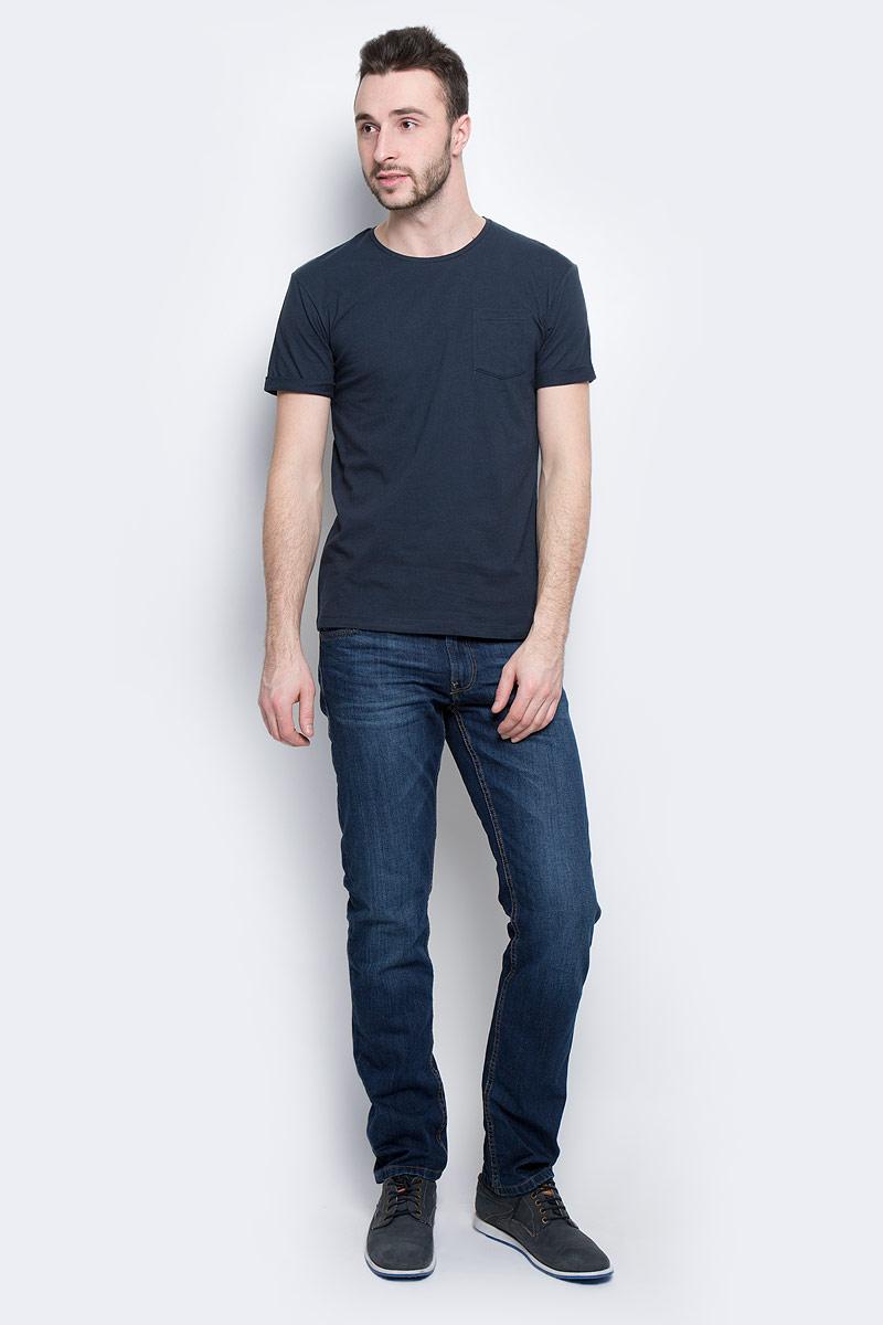 Футболка мужская Baon, цвет: темно-синий. B737075. Размер M (48)B737075_Deep NavyМужская футболка Baon выполнена из натурального хлопка. Модель с круглым вырезом горловины и короткими рукавами с небольшими отворотами на груди дополнена накладным карманом.