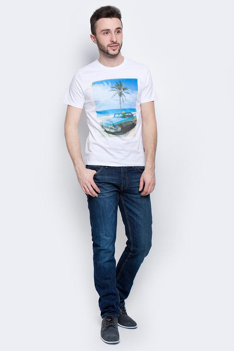 Футболка мужская Baon, цвет: белый. B737030. Размер S (46)B737030_WhiteМужская футболка Baon выполнена из натурального хлопка. Модель с круглым вырезом горловины и короткими рукавами оформлена оригинальным принтом.