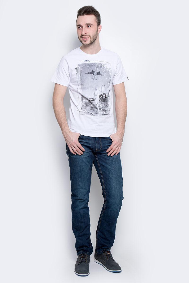 Футболка мужская Baon, цвет: белый. B737014. Размер M (48)B737014_WhiteМужская футболка Baon выполнена из натурального хлопка. Модель с круглым вырезом горловины и короткими рукавами оформлена оригинальным фотопринтом.