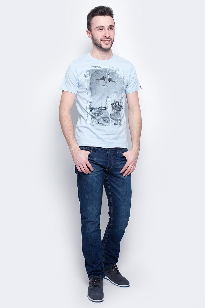 Футболка мужская Baon, цвет: голубой. B737014. Размер M (48)B737014_Tear DropМужская футболка Baon выполнена из натурального хлопка. Модель с круглым вырезом горловины и короткими рукавами оформлена оригинальным фотопринтом.