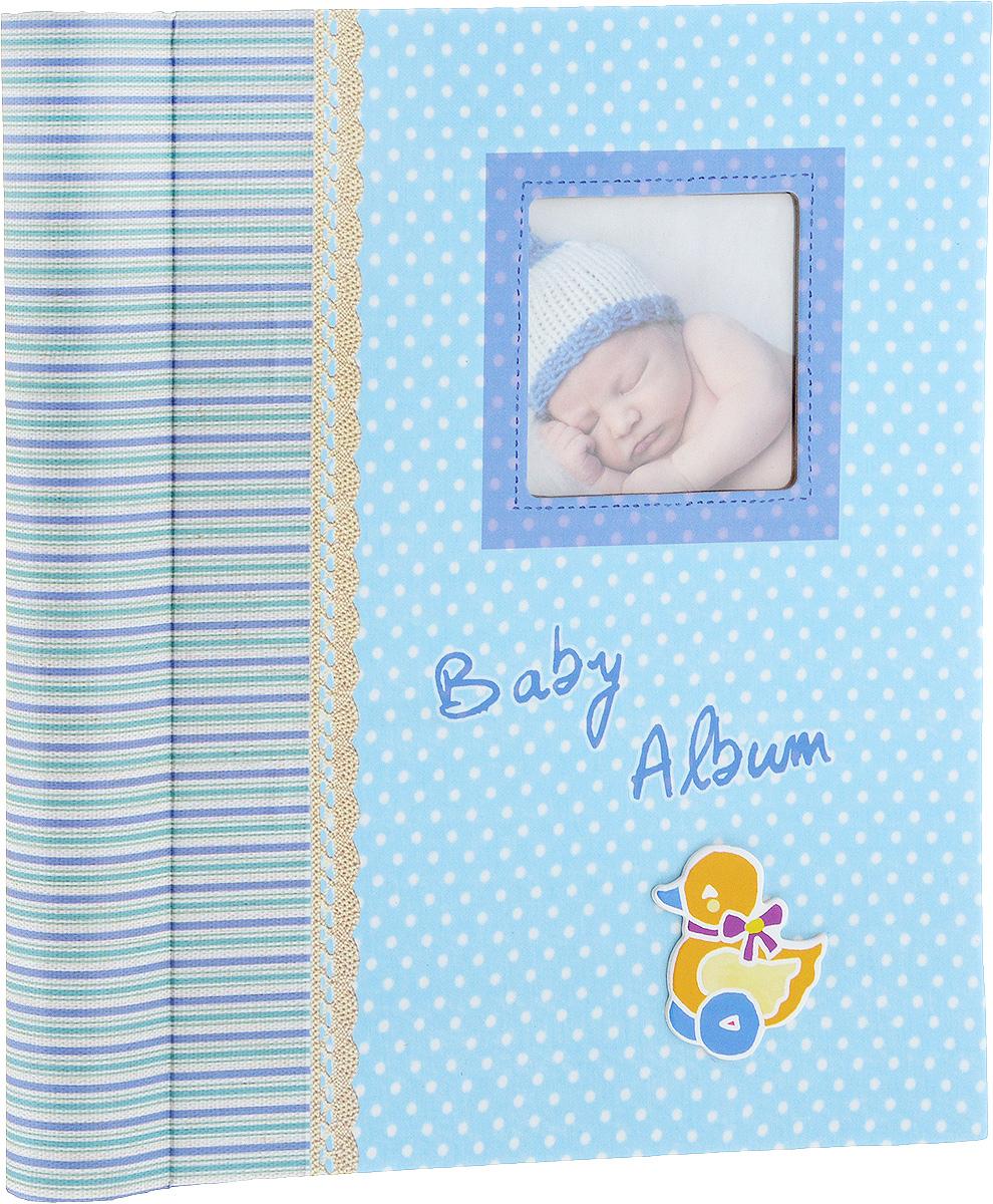 Фотоальбом Platinum Малыши-3, 30 листов3М1615_голубойФотоальбом Platinum Малыши-3 сохранит моменты ваших счастливых мгновений на своих страницах. Обложка выполнена из плотного картона и оформлена красочными рисунками. С лицевой стороны обложки имеется поле для фотографии. Переплет на пружине. Альбом имеет магнитные листы, изготовленные из картона с покрытием ПВХ-пленкой. Такие листы обладают следующими преимуществами: - Не нужно прикладывать усилий для закрепления фотографий, - Не нужно заботиться о размерах фотографий, так как вы можете вставить в альбом фотографии разных размеров, - Защита фотографий от постоянных прикосновений зрителей с помощью пленки ПВХ.Нам всегда так приятно вспоминать о самых счастливых моментах жизни, запечатленных на фотографиях. Поэтому фотоальбом является универсальным подарком к любому празднику. Вашим родным, близким и просто знакомым будет приятно помещать фотографии в этот альбом.Количество листов: 30 шт.Максимальный размер фотографии: 19 х 26 см.Размер фотоальбома: 25,5 х 29 х 2,7 см.