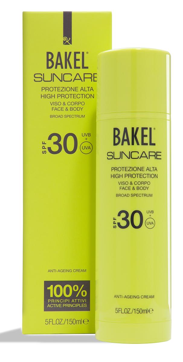 BakelКрем солнцезащитный антивозрастной для лица и тела SPF30 150 млBTPC0102Солнцезащитный крем для лица и тела. Содержит уникальный комплекс активных ингредиентов, защищающих кожу от фотостарения и воздействия свободных радикалов, а также улучшающих тонус кожи и повышающих ее эластичность. Растительные масла глубоко питают кожу и снижают вредное влияние окислительных процессов, активизирующихся под воздействием солнечных лучей. Гамамелис и ромашка оказывают смягчающее действие и препятствуют ожогам и покраснениям. Крем подходит для всех типов кожи.