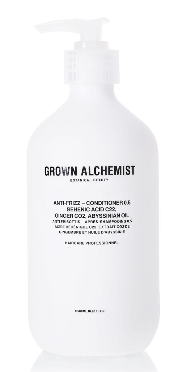 Grown Alchemist Разглаживающий кондиционер 500 млGRA0172Легкая, моментально впитывающаяся формула, благодаря которой волосы не пушатся. Защищает поверхность волоса от повреждений при укладке, делает волосы шелковистыми, придает мягкий блеск, одновременно доставляя питательные вещества к волосяным фолликулам.