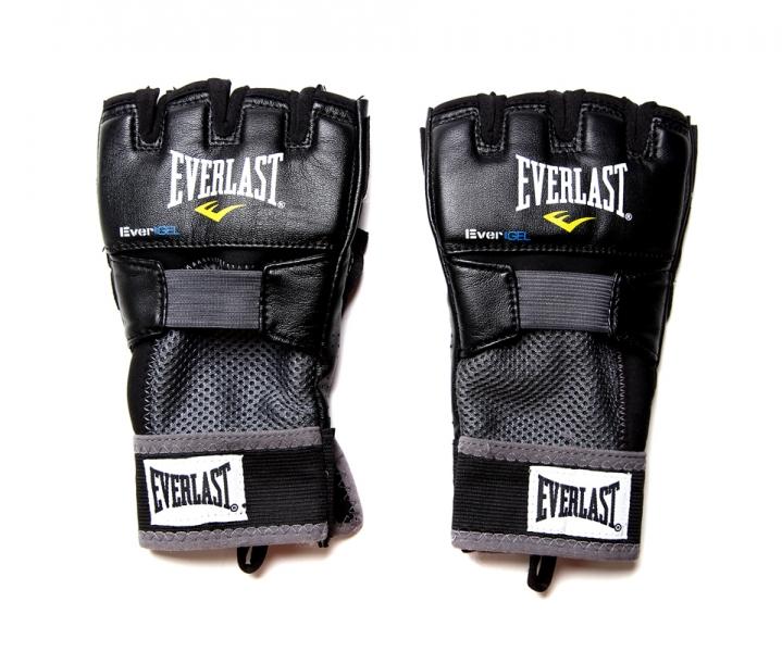 Перчатки гелевые Everlast Evergel Weight Lifting. Размер XL4356BXLЭти боксерские перчатки прекрасно подходят как для тренировок по боксу, так и для тяжелой атлетики. Их ключевые особенности это:Инновационная технология Evergel™, которая не только обеспечивает прекрасную амортизацию ударов, но и гарантирует безопасность суставов пальцев при тренировках.Технология Evergrip™, которая защищает поверхность ладони при занятиях тяжелой атлетикой и фитнесом, а также обеспечивает прочность и долговечность перчаток.