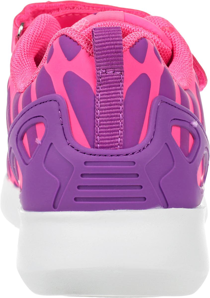 Кроссовки для девочки от Kapika выполнены из искусственной кожи и текстиля. Модель на эластичной шнуровке, подъем дополнен застежкой-липучкой. Подкладка изготовлена из текстиля. Стелька из ЭВА-материала с кожаным покрытием оснащена супинатором, эффективно поглощает влагу, неприятные запахи и вибрации, снижает ударную нагрузку. Рельеф облегченной подошвы из ЭВА-материала улучшает сцепление с покрытием.