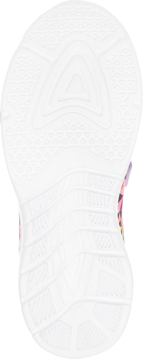 Кроссовки Kapika, выполненные из текстиля с элементами из  экокожи, оформлены оригинальным принтом. На ноге модель фиксируется с помощью эластичных шнурков и ремешка с застежкой-липучкой, который оформлен надписью с названием бренда. Внутренняя поверхность из сетчатого текстиля комфортна при движении. Стелька выполнена из ЭВА-материала с поверхностью из натуральной кожи и дополнена небольшим супинатором с перфорацией, который обеспечивает правильное положение стопы ребенка при ходьбе и предотвращает плоскостопие. Подошва изготовлена из ЭВА и ТЭП-материалов. Поверхность подошвы дополнена рельефным рисунком.