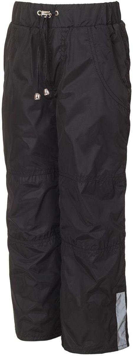 Брюки утепленные детские M&D, цвет: черный. БР007Ф. Размер 110БР007ФУтепленные брюки M&D выполнены из полиэстера, который не пропускает воду. Модель оформлена прострочкой, декоративным гульфиком и светоотражающими полосками. Брюки оснащены накладными карманами спереди и сзади. Эластичная резинка и завязки на поясе плотно зафиксируют модель. Теплая подкладка выполнена из флиса. Брючины дополнены эластичными резинками, которые предотвратят попадание снега.