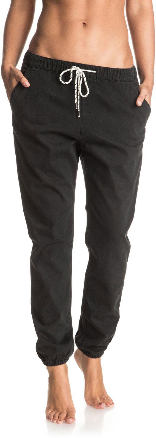 Брюки спортивные женские Roxy Easy Beachy, цвет: черный. ERJDP03137-KVJ0. Размер XS (40)ERJDP03137-KVJ0Женские брюки Roxy Easy Beachy изготовлены из хлопка с добавлением эластана. Брюки чинос свободного кроя имеют эластичный пояс, который дополнительно регулируется с помощью затягивающегося шнурка. Спереди расположены два втачных кармана, сзади - два прорезных. Брюки украшены кожаной нашивкой.