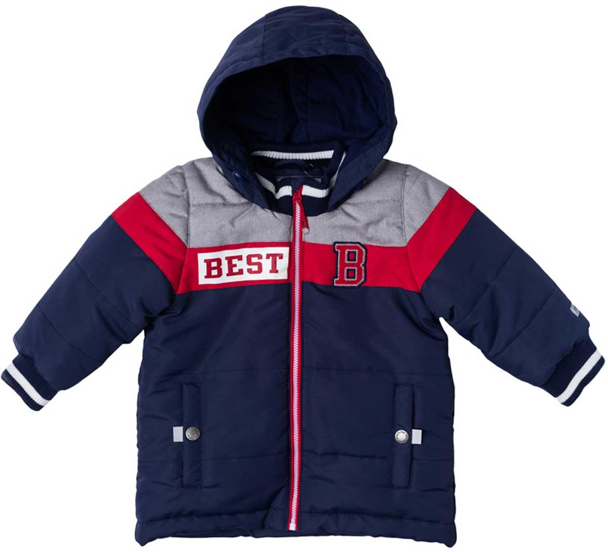 Куртка для мальчика PlayToday, цвет: темно-синий, светло-серый, красный. 177002. Размер 74177002Практичная утепленная куртка с капюшоном со специальной водоотталкивающей пропиткой защитит вашего ребенка в любую погоду! Мягкие трикотажные резинки на рукавах защитят вашего ребенка - ветер не сможет проникнуть под куртку. Специальный карман для фиксации застежки-молнии не позволит застежке травмировать нежную детскую кожу. Модель снабжена светоотражателями на рукаве и по низу изделия - ваш ребенок будет виден даже в темное время суток.